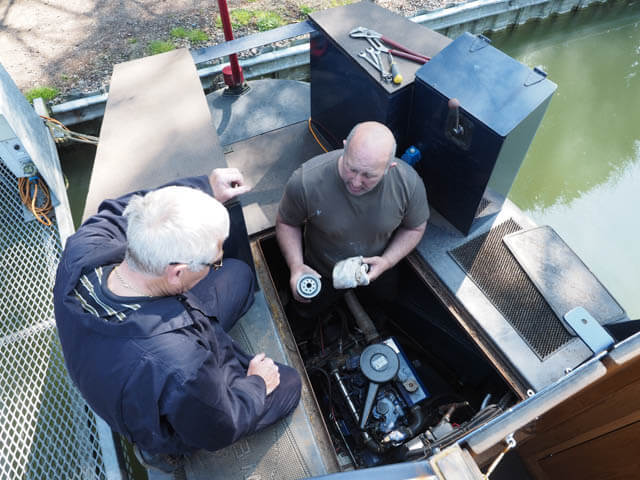 Rya diesel engine boat maintenance course narrowboat for Outboard motor repair training online